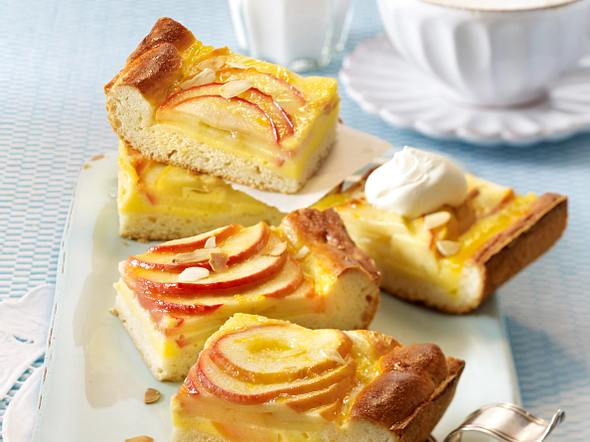 Apfelkuchen vom Blech mit Eierlikörcreme Rezept