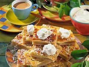 Apfelkuchen vom Blech mit Marzipan-Guss Rezept