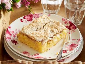 Apfelkuchen vom Blech mit Walnussschaum Rezept
