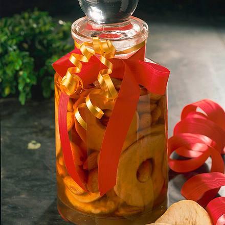 Apfelringe und Mandeln in Calvados Rezept