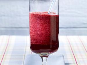Apfelsaft-Beeren-Drink Rezept