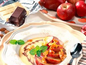 Apfelspalten in Cidre mit weißer Schokoladensoße Rezept