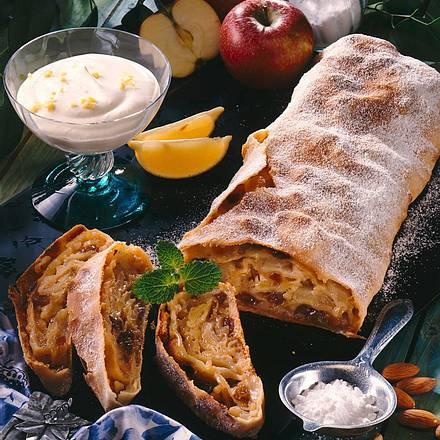 Apfelstrudel mit Ingwer-Sahne Rezept