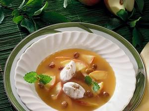 Apfelsuppe mit Schnee-Klößchen Rezept