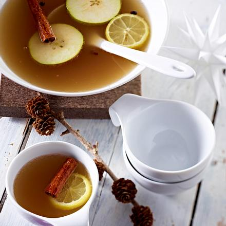 Apple pear and cinnamon punch Rezept