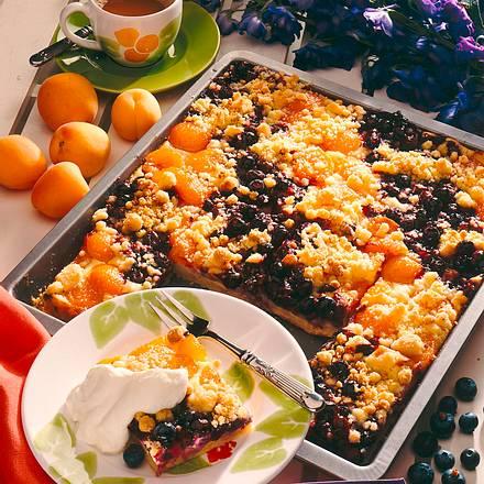 Aprikosen-Beeren-Quark-Streuselkuchen Rezept
