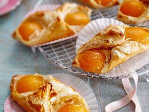 Aprikosen-Blätterteig-Gebäck Rezept