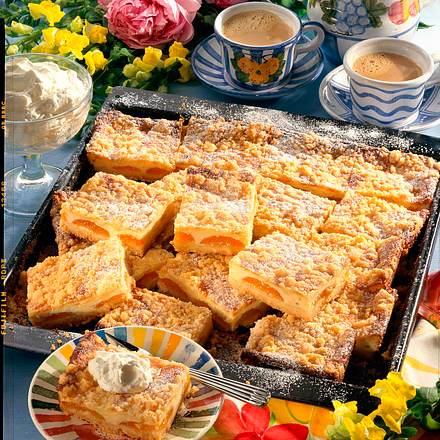 Aprikosen-Blechkuchen Rezept