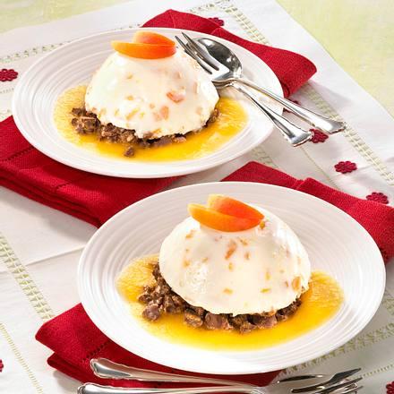 Aprikosen-Creme mit Schoko-Knusper-Pralinen und Melissen-Verzierung Rezept
