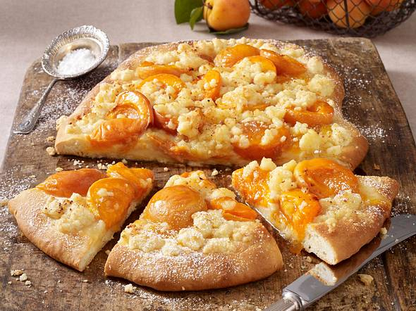 Aprikosen-Hefefladen mit Kokosstreusel Rezept