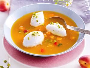 Aprikosen-Kaltschale mit Schneeklößchen und Pistazien Rezept