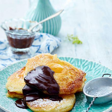 Aprikosen-Pfannkuchen mit Schokoladensoße Rezept