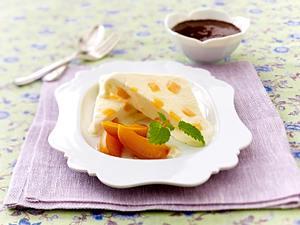 Aprikosen-Sahneeis mit Schokosoße Rezept