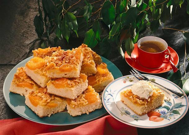 Aprikosenkuchen mit Mandelkruste Rezept