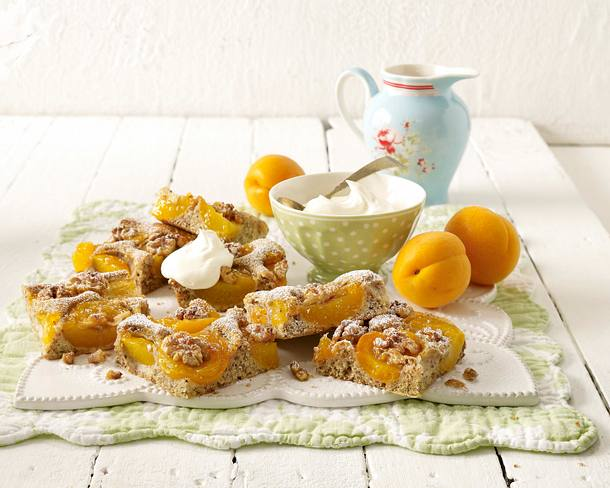 Aprikosenkuchen mit Walnüssen Rezept