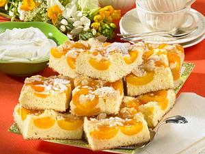 Aprikosenkuchen vom Blech mit Mandeln Rezept