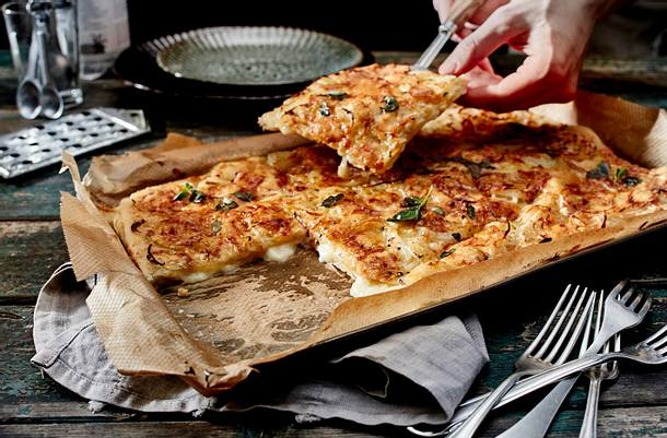 Argentinische Fugazzeta-Pizza Rezept