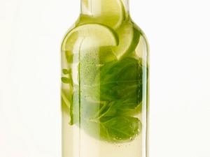 Aromatisiertes Wasser mit Limette, Basilikum und Ingwer Rezept