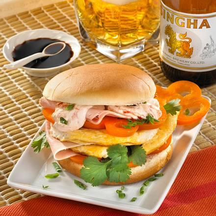 asia burger mit eieromelett rezept chefkoch rezepte auf kochen backen und. Black Bedroom Furniture Sets. Home Design Ideas