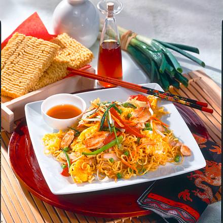 Außergewöhnlich Asia-Nudeln mit Hähnchen und Ei Rezept | LECKER @BD_77
