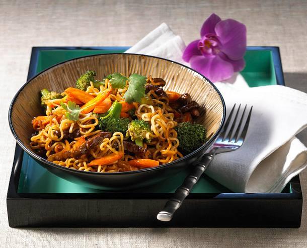 Asia-Nudeln mit Rindfleisch und Broccoli Rezept