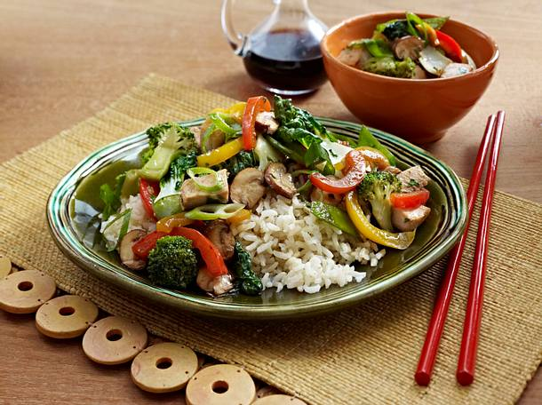 Asian Chicken Veggie Stir Fry with Brown Rice Rezept