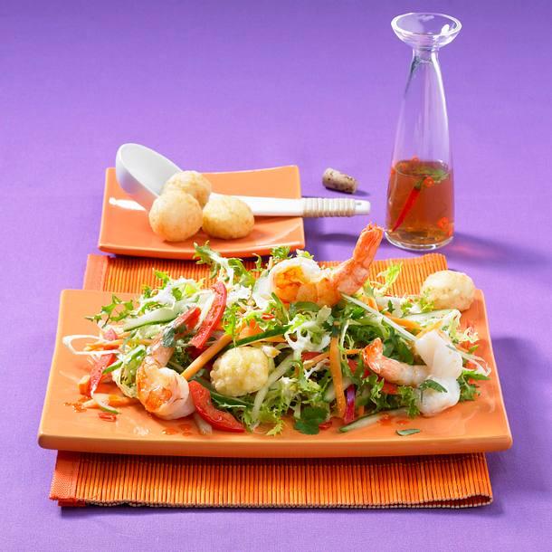 Asiasalat mit Garnelen und Reisbällchen Rezept