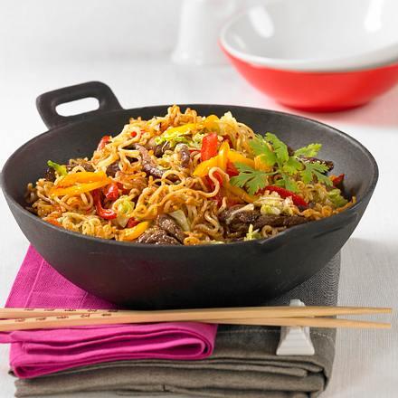 asiatische bratnudeln aus dem wok rezept chefkoch rezepte auf kochen backen und. Black Bedroom Furniture Sets. Home Design Ideas