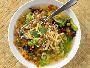 Asiatische Kohlsuppe Rezept