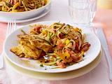 Asiatische Nudeln in Tomaten-Kokos-Soße mit Curry-Schnitzelchen Rezept
