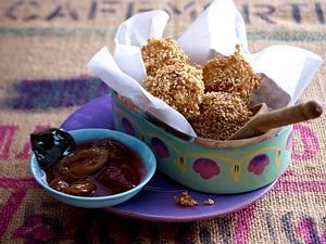 Asiatische Sesam-Reisbällchen zu Pflaumenkompott Rezept