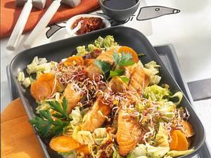 Asiatischer Chinakohlsalat mit Lachs Rezept
