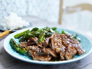 Asiatisches Rinderfilet mit grünem Spargel Rezept