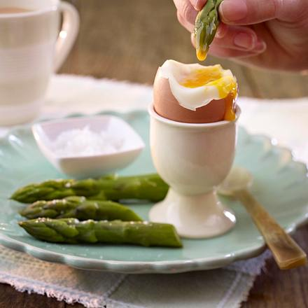"Asparagus ""soldiers"" with boiled egg Rezept"