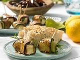 Auberginen- und Zucchiniröllchen mit Schafskäse Rezept