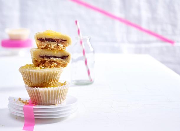 Auf Eis gelegte Lemon-Curd-Cupcakes Rezept