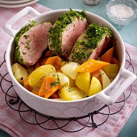 Auf Ofengemüse sanft gegartes Kräuterschweinefilet Rezept