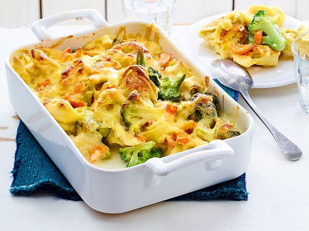 Auflauf mit Tortelloni und Brokkoli