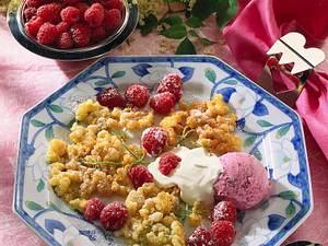 Ausgebackene Holunderblüten mit Eis und Beeren Rezept