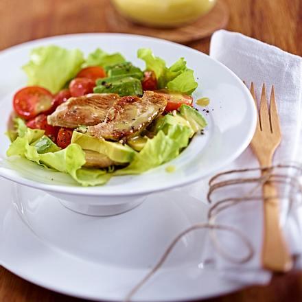Avocado-Kirschtomaten-Salat mit Putenstreifen Rezept