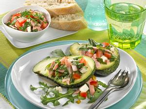 Avocado mit Rucola-Mortadella-Salat Rezept
