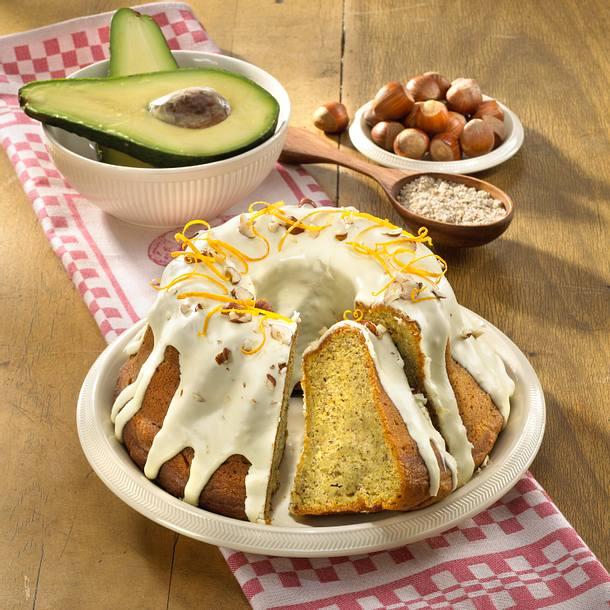 Avocado-Napfkuchen mit Nüssen und Orangenguss Rezept