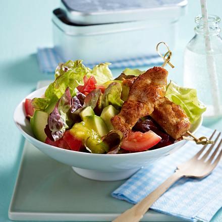 Avocado-Salat mit Hähnchenspießen Rezept