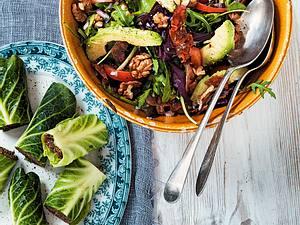 Avocadosalat mit Frühstücksspeck und Walnüssen Rezept
