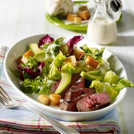 Baby-Caesars-Salad mit Steakstreifen Rezept