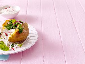 Backkartoffeln mit Radieschen-Quark Rezept