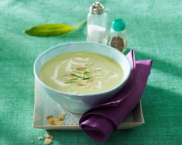 Bärlauch-Cremesuppe mit Räucherlachs und Mandelblättchen Rezept