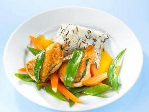 Bärlauch-Hähnchen auf Zuckerschotenmöhrengemüse Rezept