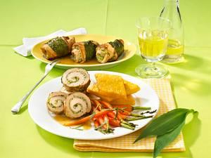 Bärlauch-Schnitzelröllchen mit Honig-Möhren und Polenta Rezept