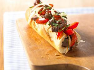 Baguette mit Steakstreifen und Salsa Rezept